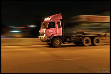 truck Hello Kitty (DSC06609 a7R) by ookamedias