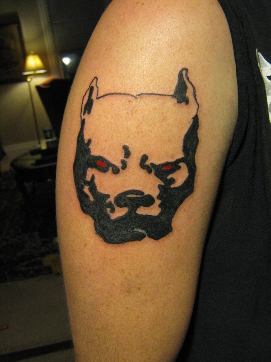 Что означает татуировка питбуль на ноге