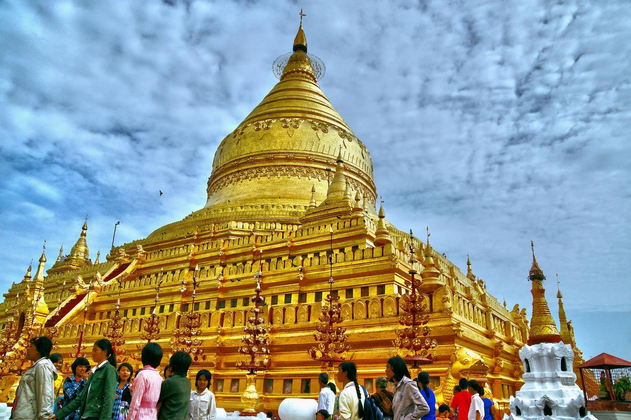 Shwezigon Pagoda by CitizenFresh