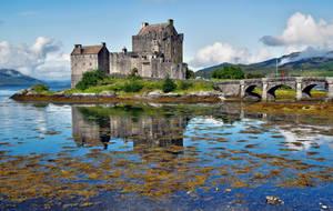 Eilean Donan Castle by CitizenFresh