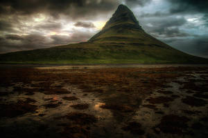 Kirkjufell 9 by night -1:11 AM /outflow/ by CitizenFresh