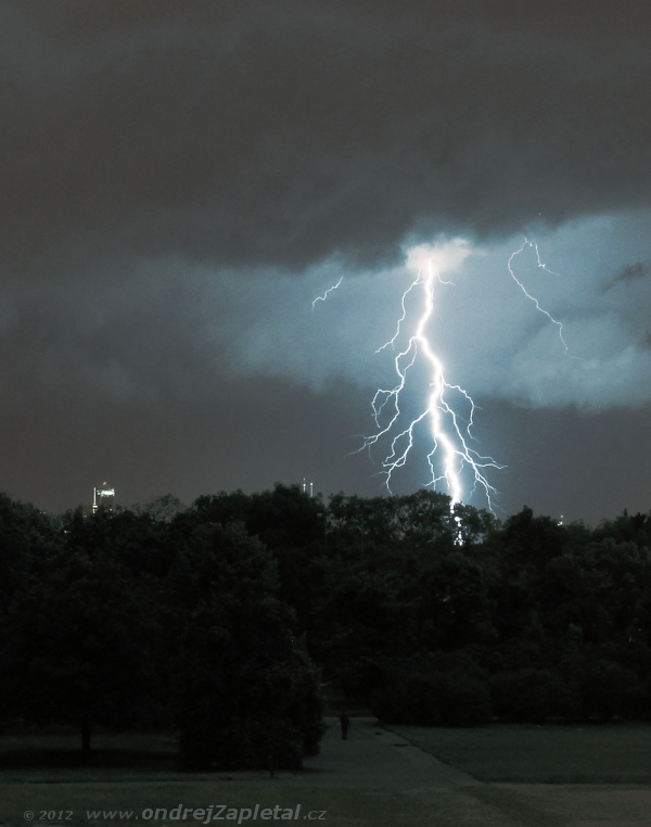 Lightning over the City by ondrejZapletal