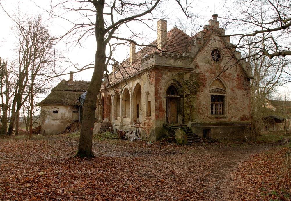 Abandoned Mansion by ondrejZapletal