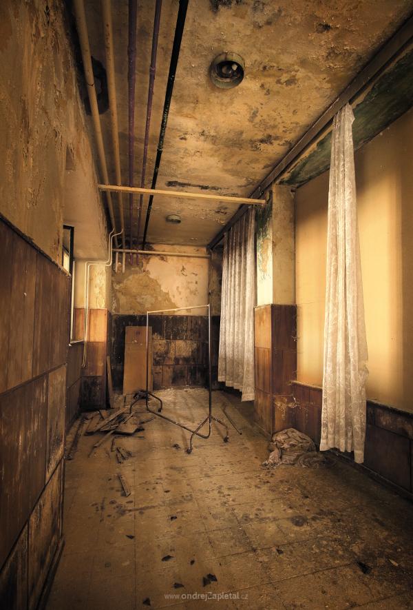 Emptied Cloakroom by ondrejZapletal