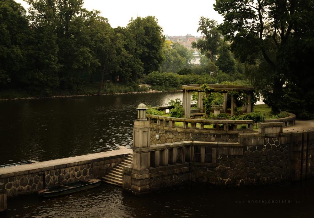 A Place to Meet by ondrejZapletal