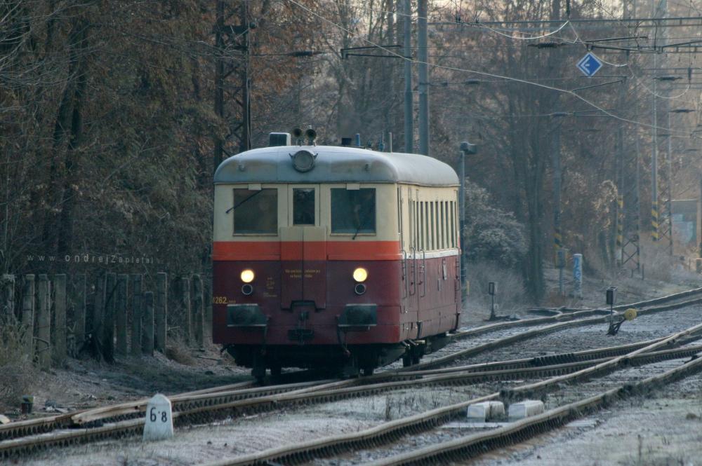 Train M262 firmly cutting through frosty morning by ondrejZapletal