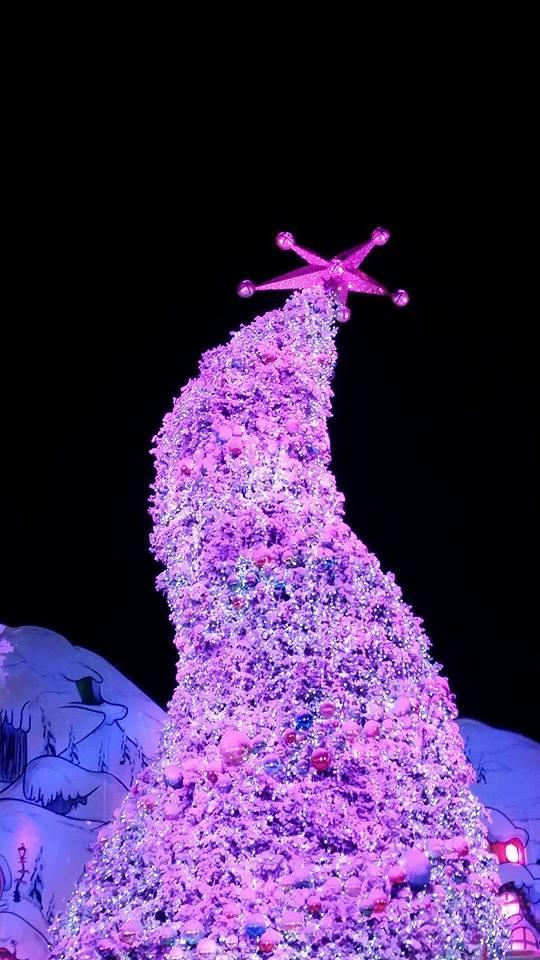 Christmas Tree in Universal Studios. by DarkAngelLover1