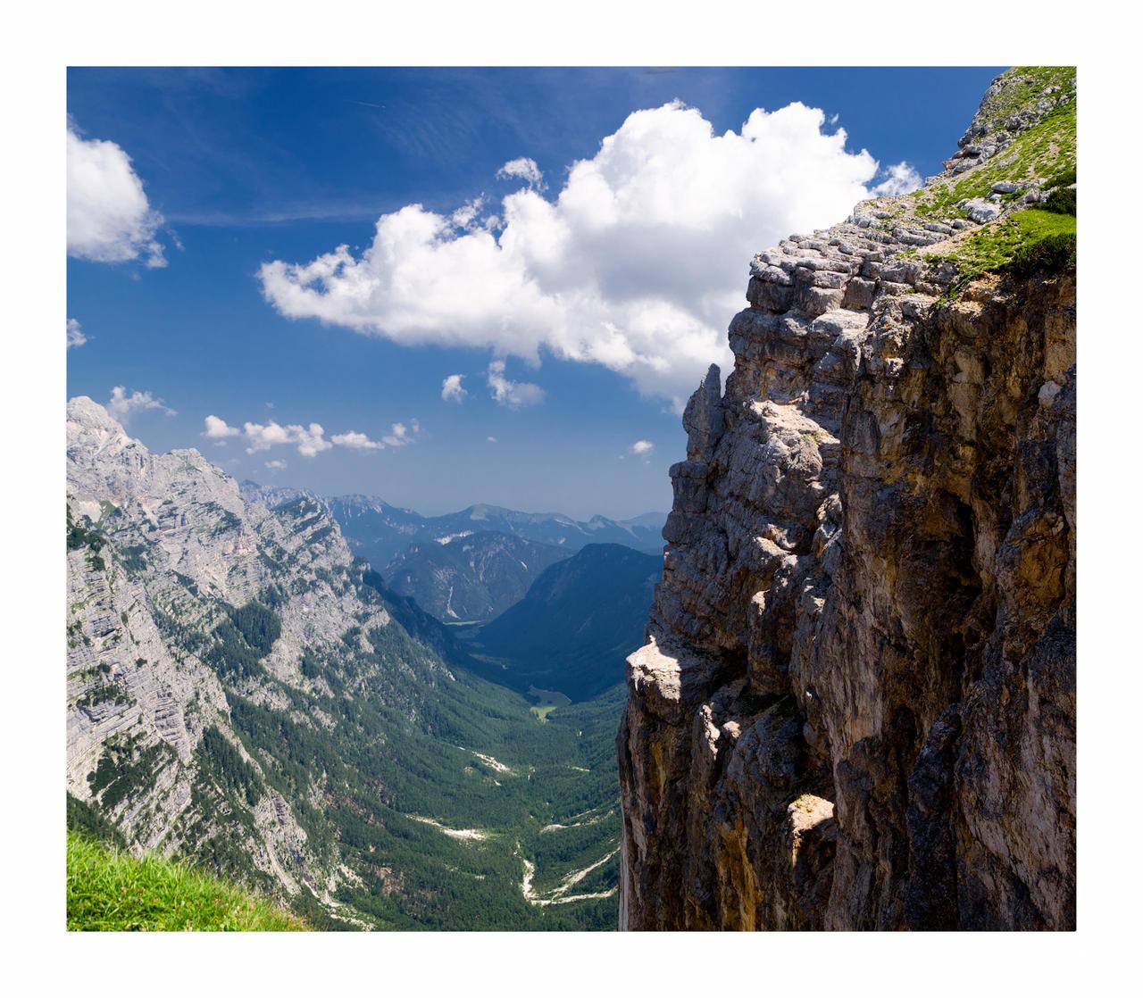 la vallee sous la falaise by rdalpes