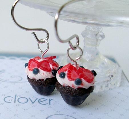 choco cupcake earrings by Snowfern