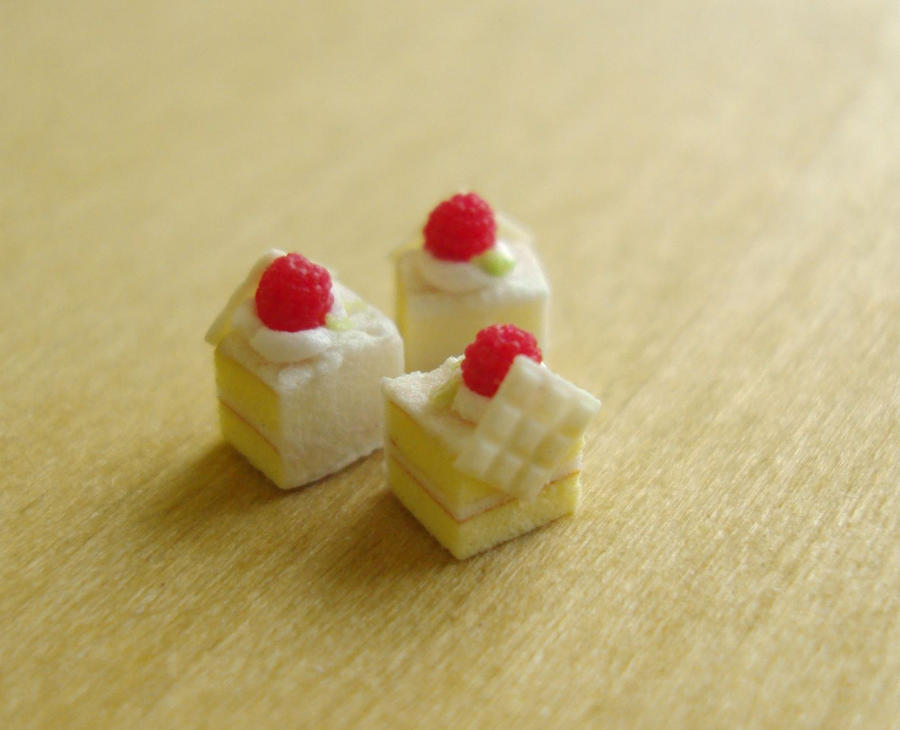 Raspberry Petit Four 1-12 by Snowfern