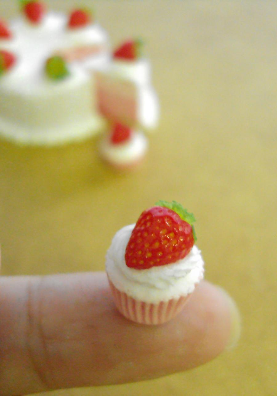 Miniature Strawberry cupcake 1-6 by Snowfern