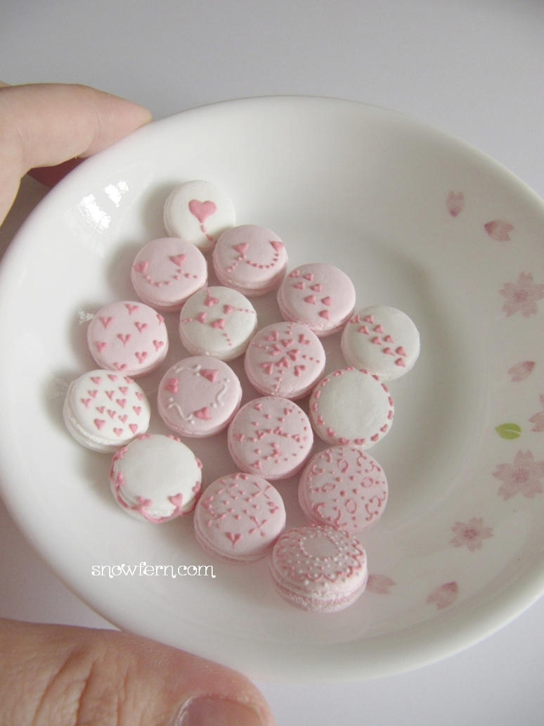 1-3 Heart Macarons Preview by Snowfern