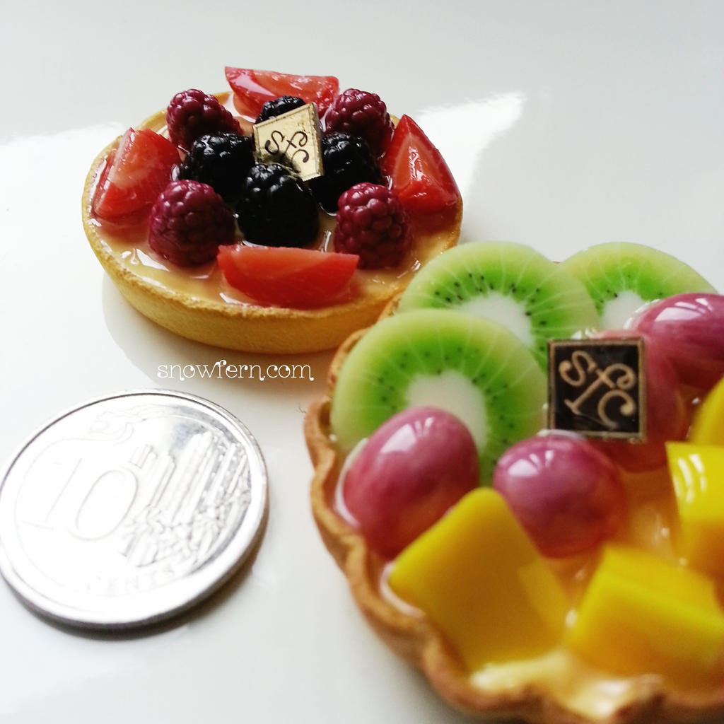 1:3 scale miniature tarts by Snowfern
