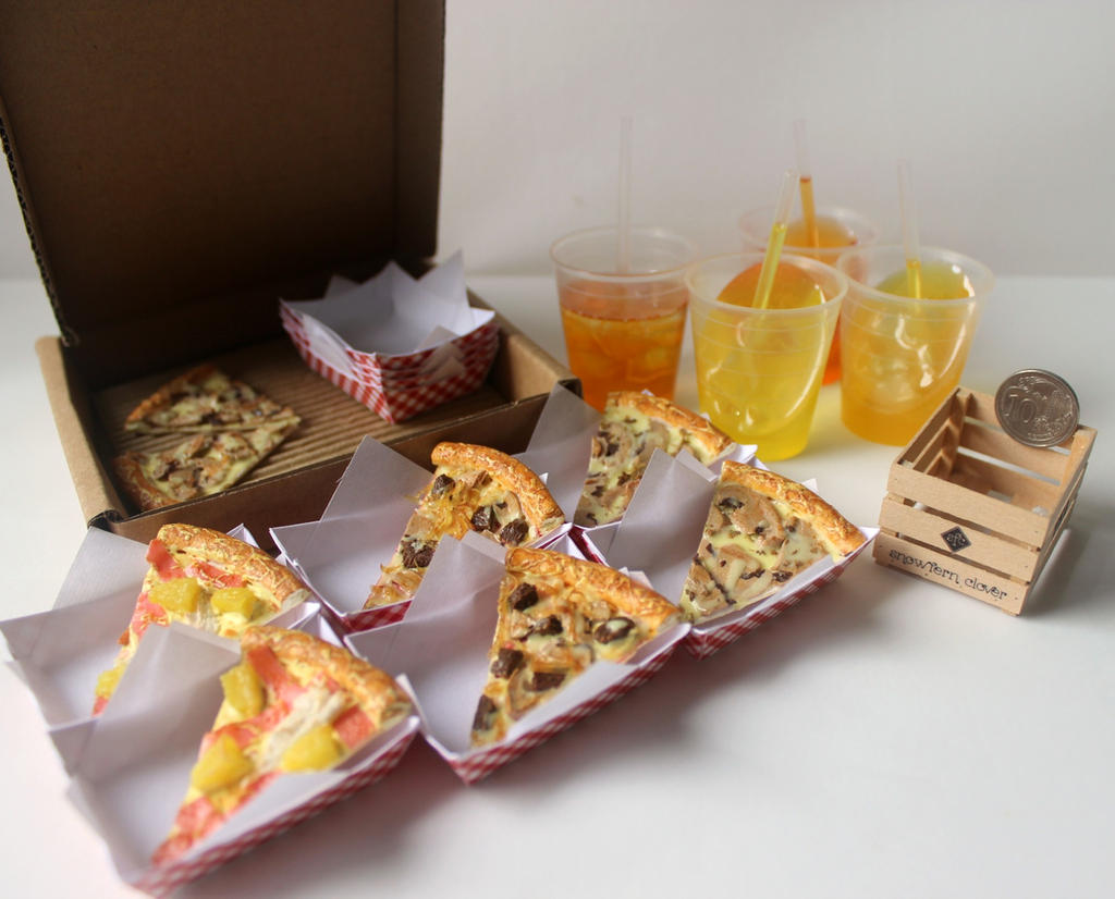 1:3 scale miniature pizza and drinks by Snowfern