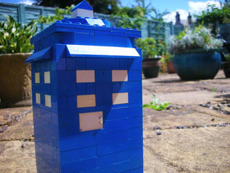 Lego Tardis by Zombiesatemyyoghurt