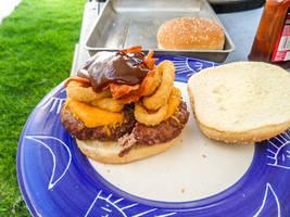 A proper burger by YoLoL