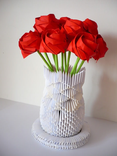 Origami Rose Vase by frecmenta