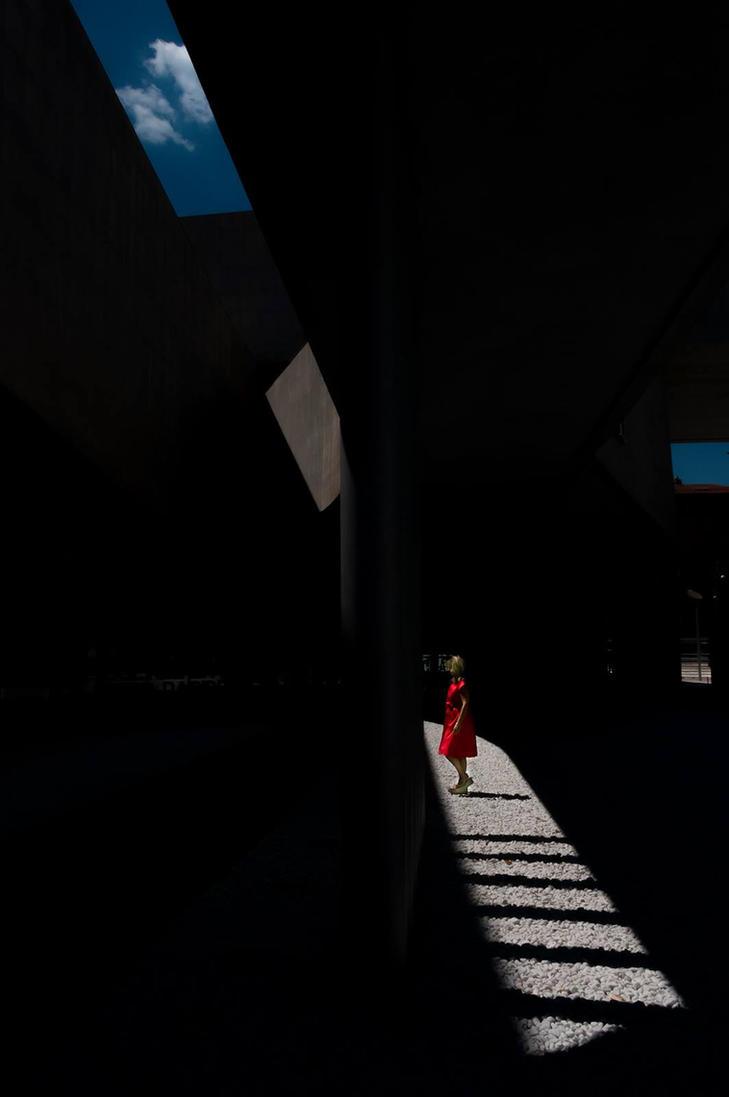 Red / Maxxi by mariomencacci