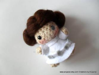 Princess Leia Amigurumi Pattern – Snacksies Handicraft | 250x333