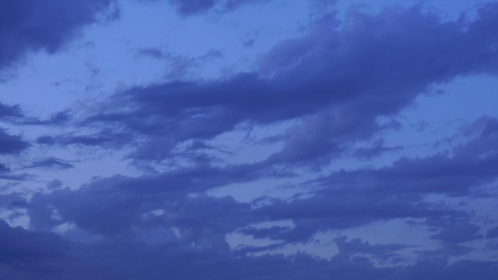Evening sky by lastwinterleaf