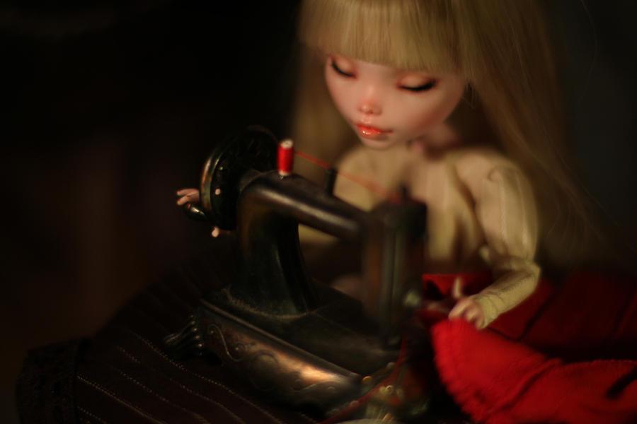 tiny sewing tiny machine by Szklanooka