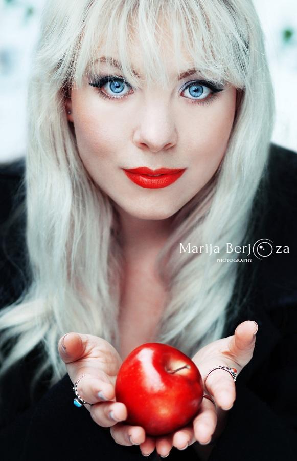 Red Apple by MarijaBerjoza