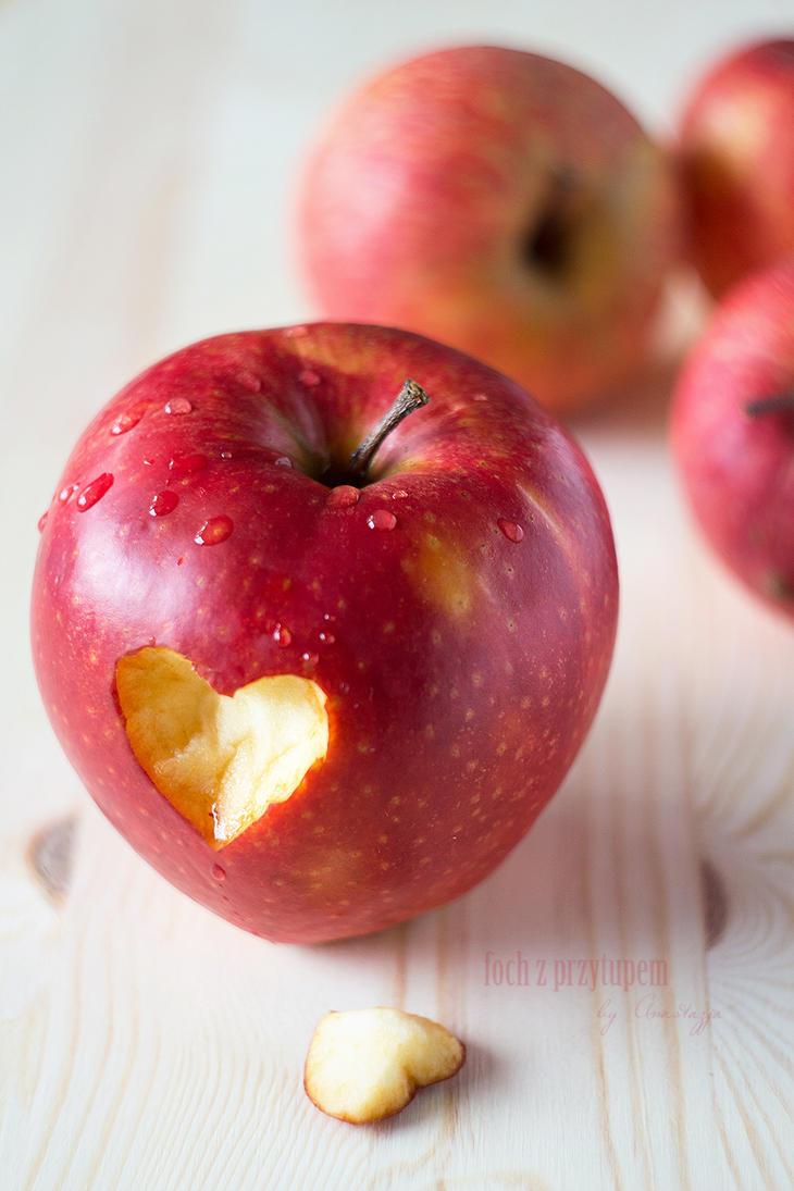 apples by anakurpek