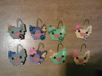 Perlers: Christmas Eevee Ornaments (Shiny Versions