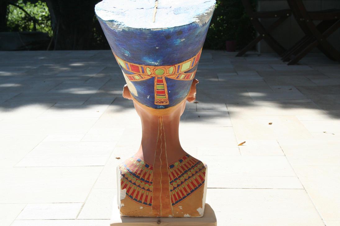 Buste de Nefertiti en lumiere reelle 4 by Neferlange