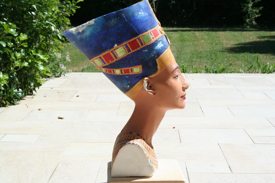 Buste de Nefertiti en lumiere reelle 5 by Neferlange