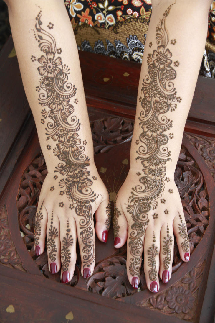 Henna on the bride to be... by ChanelStudio