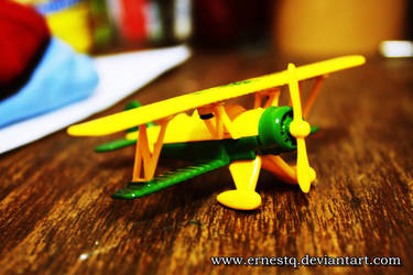 Yellow Airplane by ERNESTQ