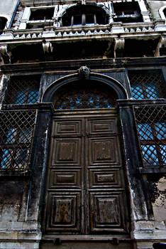 DOORS TO THE WATER VENICE