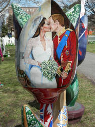 Statue tulip of William and Kate by jemthecat