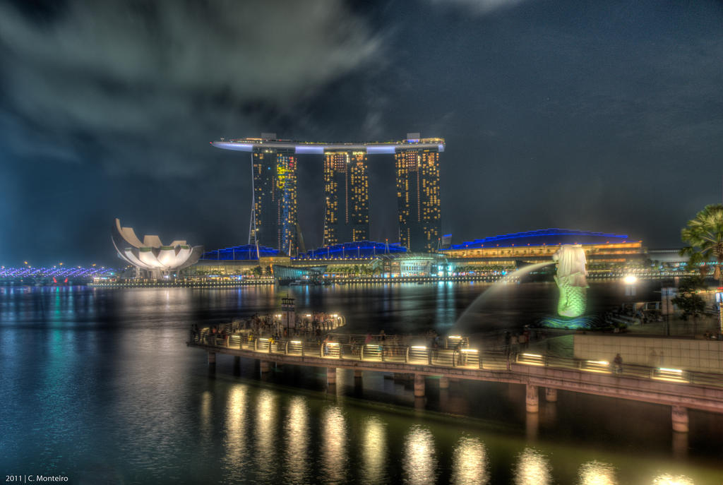 Marina Bay Sands and Merlion by chrisjmonteiro