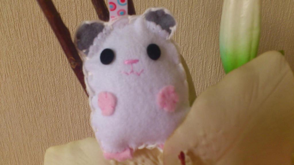 Felt Hamster (white Syrian) by CherriesSakura on DeviantArt