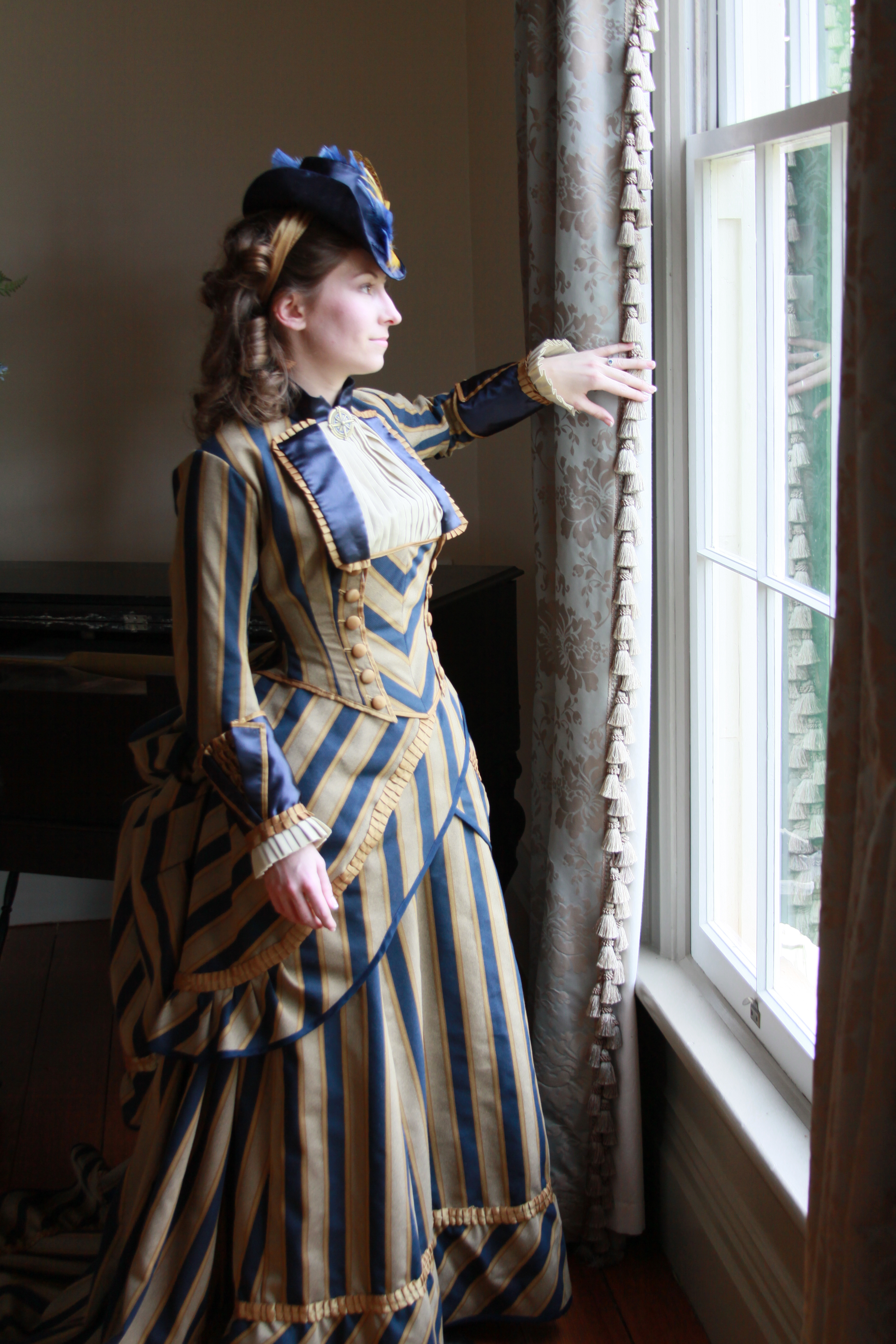 Victorian Bustle Gown by issuesmissflight