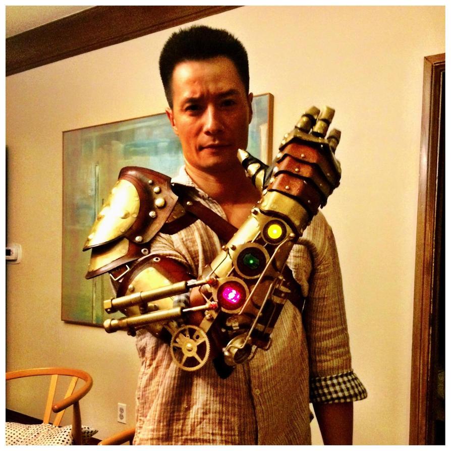 Steampunk mechanical arm by Skinz-N-Hydez