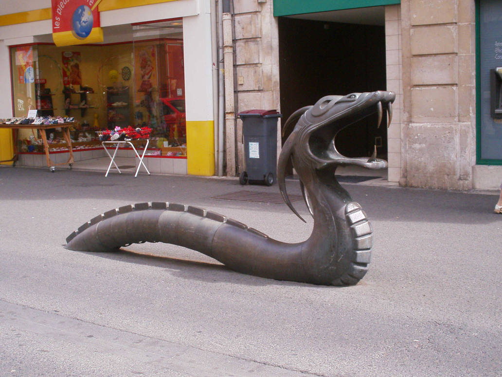Dragon Statue France by HildaAlonso