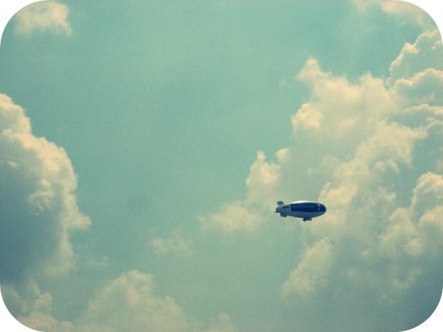 zeppelin. by le-robot