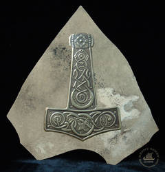 Thor's Hammer with knotwork by Vegvisir