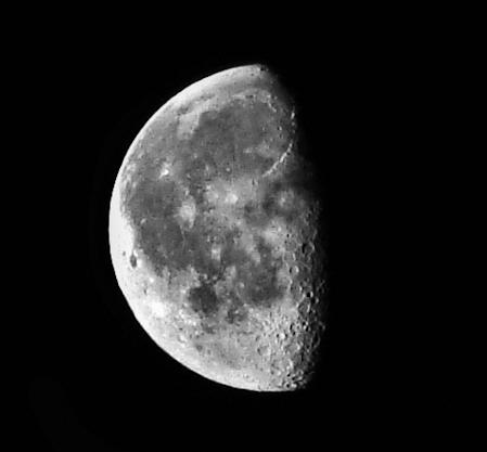 Moon by cheyrek