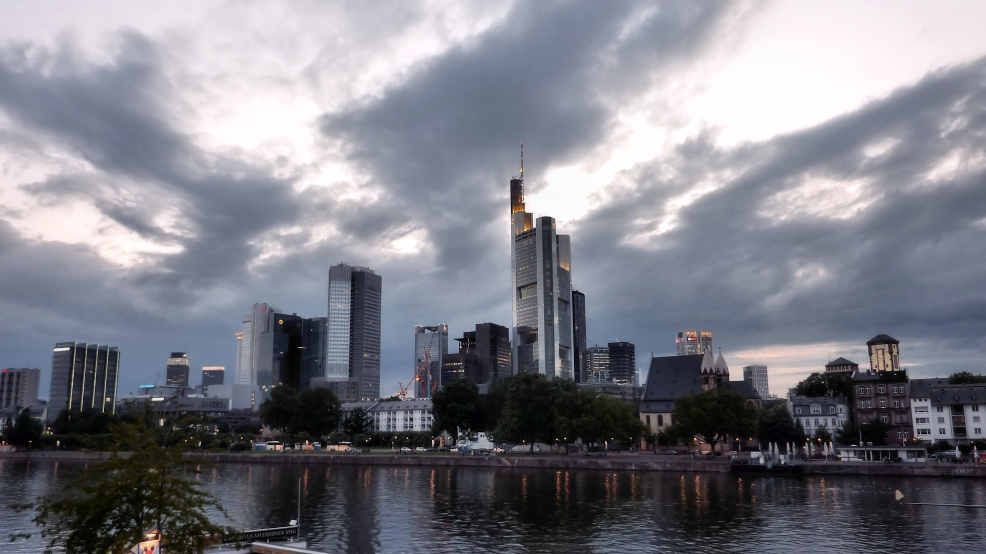 Frankfurt by cheyrek