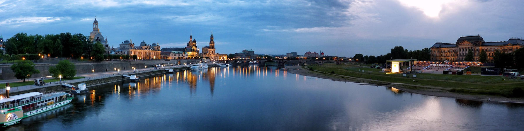 Dresden Panorama at Night by cheyrek