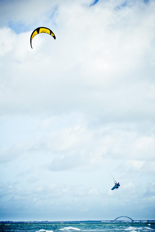 kite-surfer by Designn