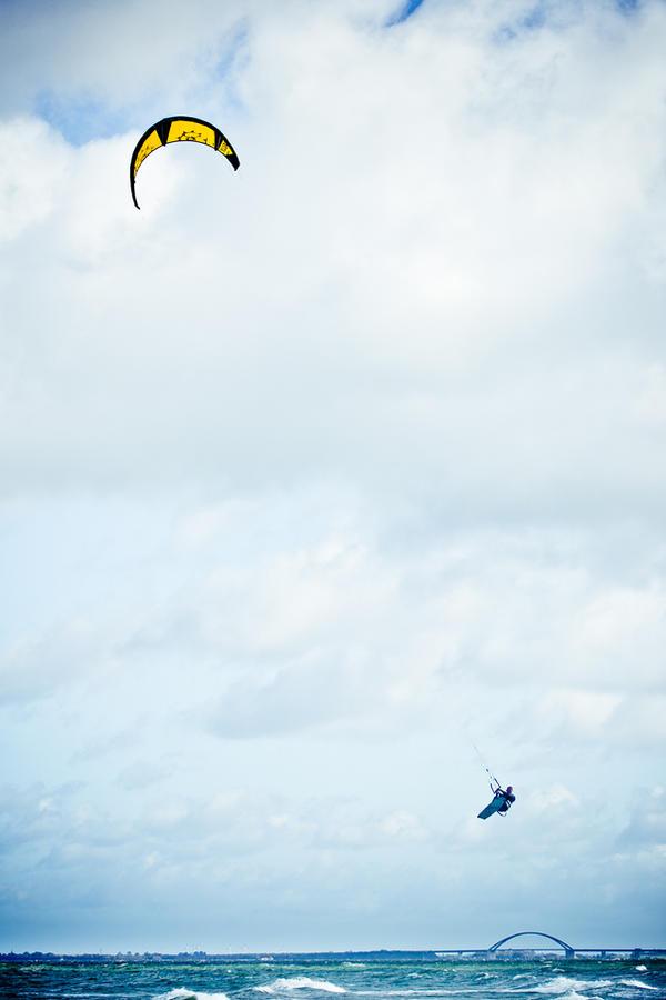 kite-surfer by Designn