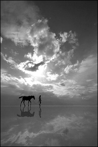 """Obrázek """"http://fc03.deviantart.com/fs12/f/2006/321/3/9/horse_and_woman____by_salihguler.jpg"""" nelze zobrazit, protože obsahuje chyby."""