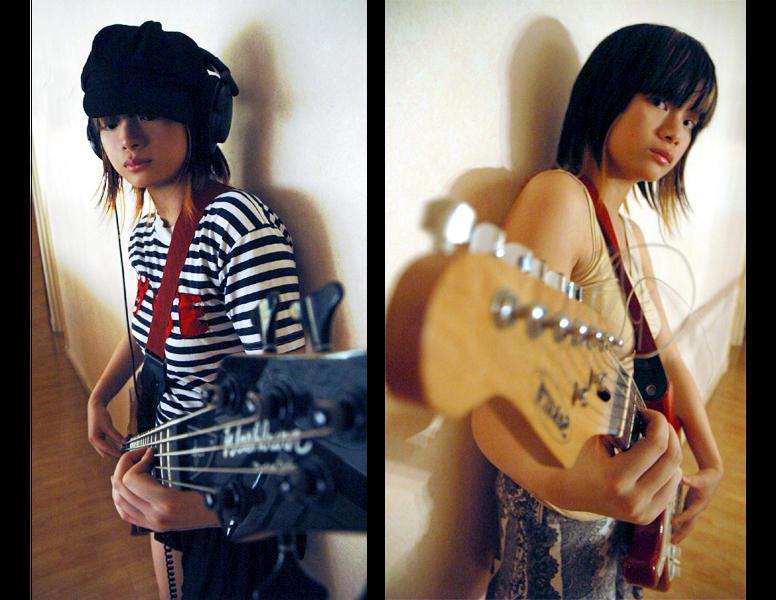 Девушки с гитарами.