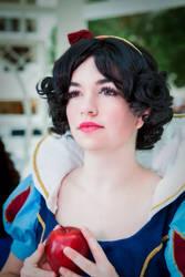 Snow White by wstoneburner