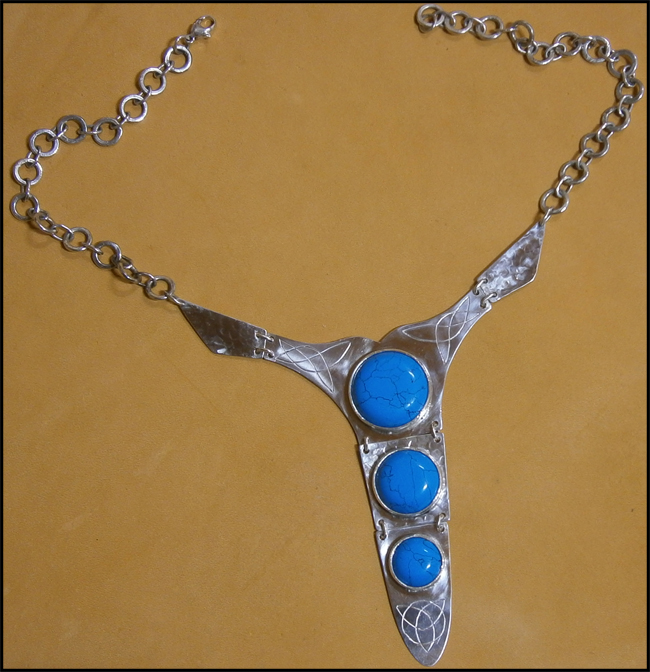 [Obrazek: silver_and_reconstructed_turquoise_neckl...5uw2pr.jpg]